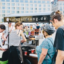 Der Kaffee - Wagen vom Café Hoffnung von Katholische Akademie am 05.06.2019 in Dresden . Foto: Oliver Killig